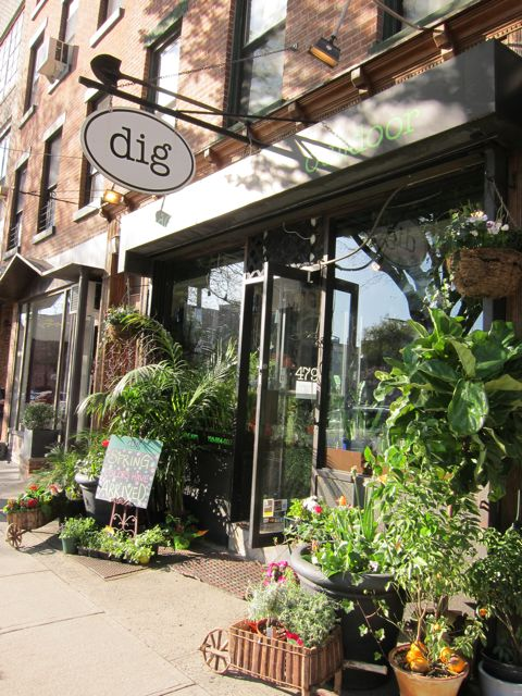 I Dig the Dig Garden Shop in Brooklyn | Red-Handled Scissors