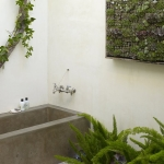 vertical_garden_bathroom