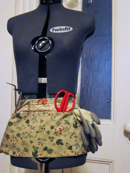 Mother's Day Gifts: Garden Aprons | The Zen of Making