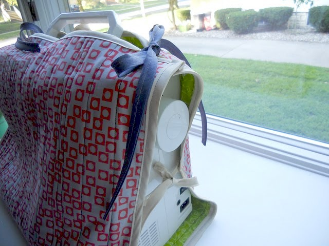 Friday Internet Crushes: Sewing Machine Cozy | Red-Handled Scissors