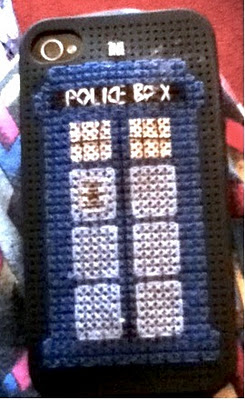 Friday Internet Crushes: Ms. Stitcher Stitched a TARDIS! | Red-Handled Scissors