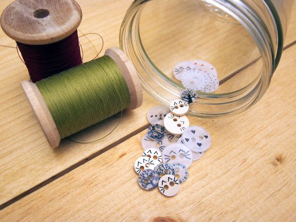 Tutorial: Sewable Shrink Plastic Buttons | The Zen of Making