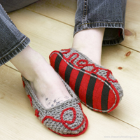 Crochet Pattern: Rainbow Striped Slippers | The Zen of Making
