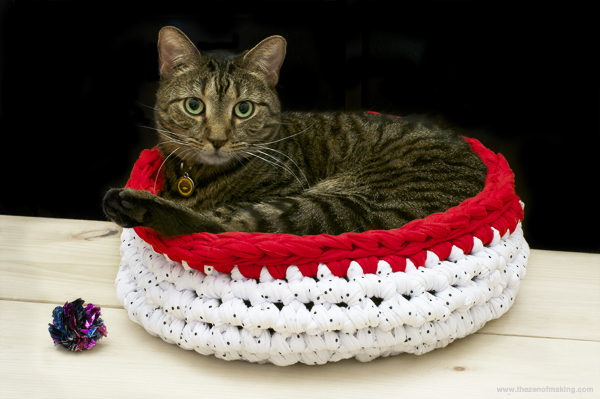 Tutorial: Super Bulky Crocheted Cat Bed
