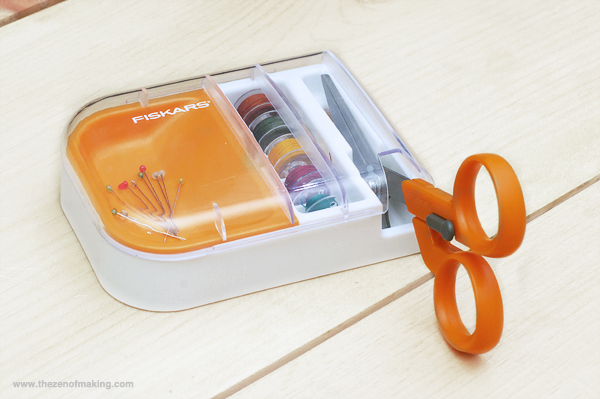 Review: Fiskars Detail Scissors & Seam Ripper-in-one with Multipurpose Organizer | Red-Handled Scissors