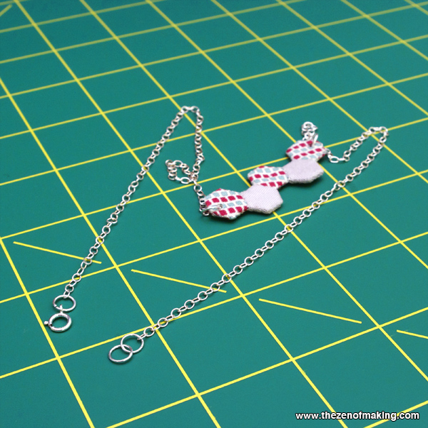 Tutorial: Mini Hexie Necklace | Red-Handled Scissors