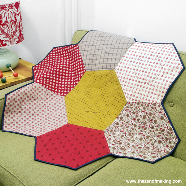 Tutorial: Giant Hexie Flower Lap Quilt - 12 Hexies (or Less) Blog Hop | The Zen of Making