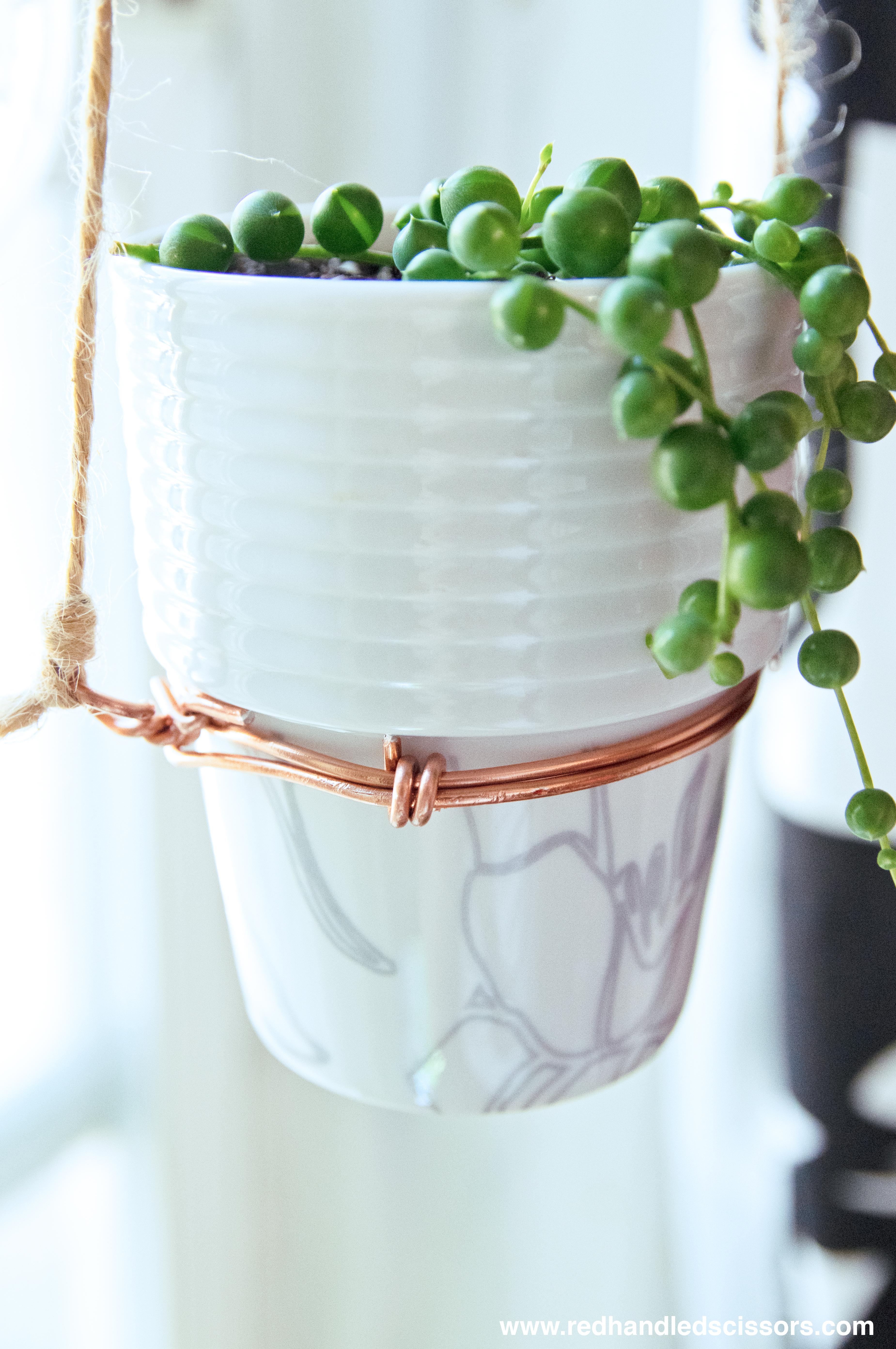 Tutorial: DIY Modern Hanging Planter | Red-Handled Scissors